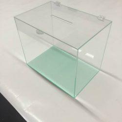 urny z plexi