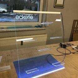 ekspozytor z plexi podswietlany